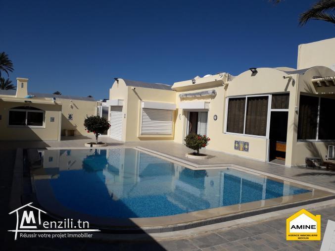 À vendre une Merveilleuse villa avec piscine à la zone touristique Djerba