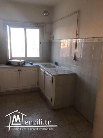 À vendre un appartement en s+2 à khézema Est