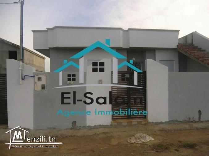 belle villa 200m a la plage el hawaria seuelement a 140000dt