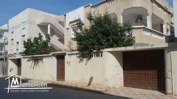 une maison composé de 2 étages indépendante à  Borj Louzir