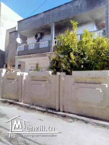 Villa 2 étages avec jardin à Omrane Sup