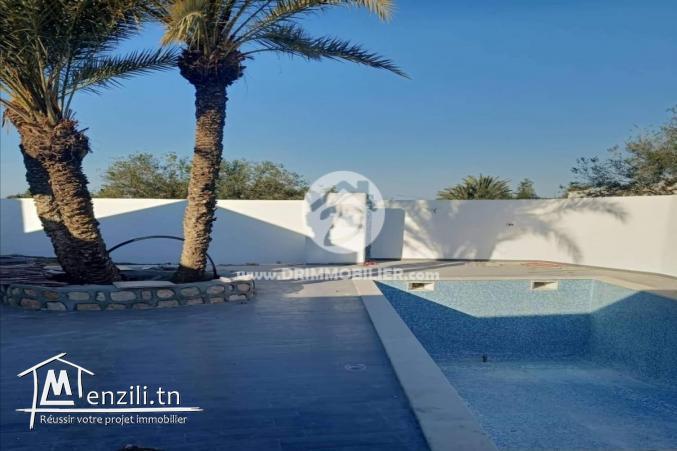 Villa avec piscine a vendre a tezdaine