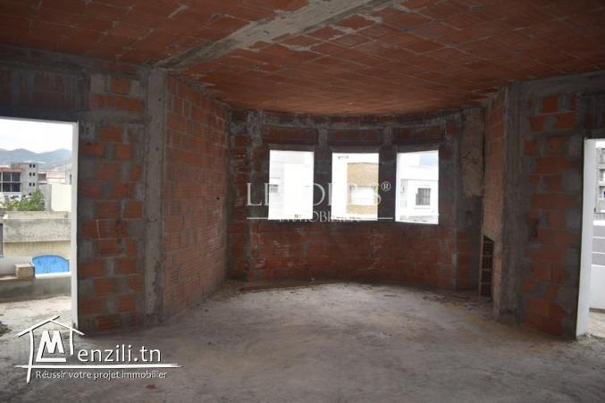 Villa avec étage inachevé en plein zone touristique