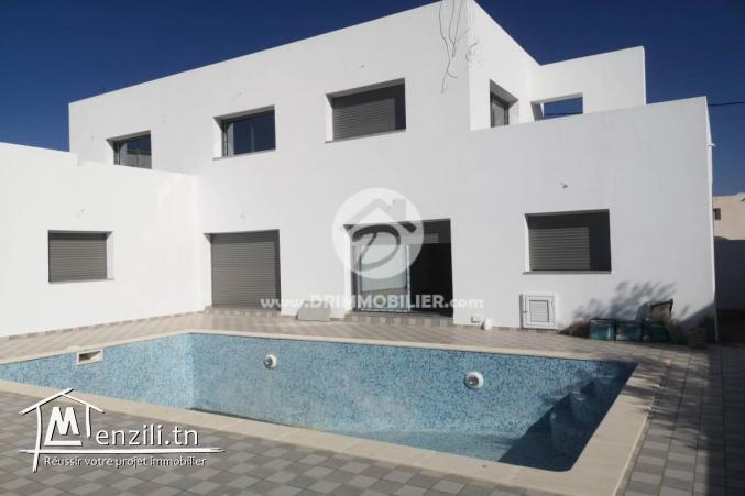 Superbe villa avec piscine en cours de finition
