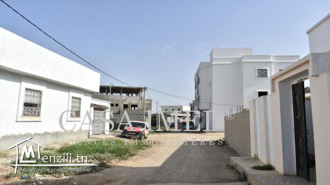 un beau terrain situé à manouba près magasin Aziza
