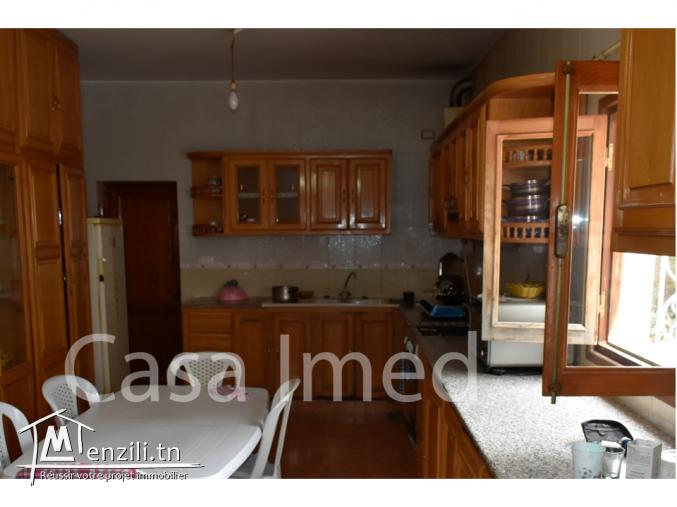 une villa de 1000m²  à Mnouba