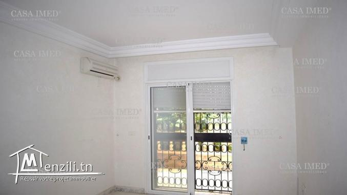 un spacieux appartement à cité les palmerais l'aouina