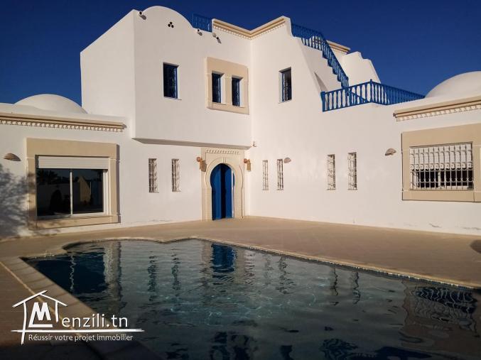 villa avec piscine L292