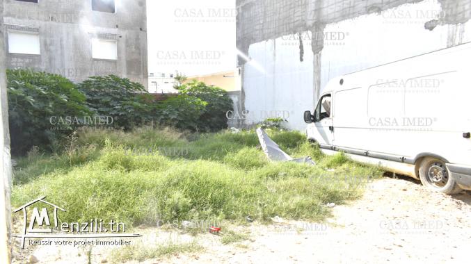 terrain de 176 m2  à manouba près magasin Aziza