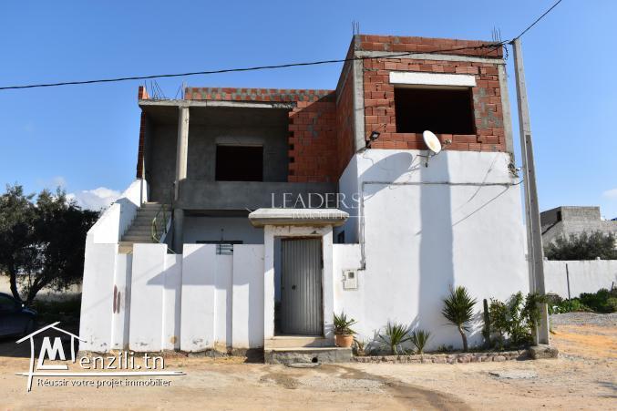 AV Une  belle maison avec un étage inachevé