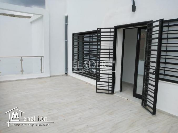 AV une belle villa avec piscine de style moderne