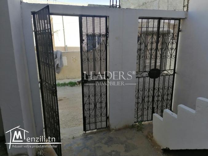 AV une maison sur deux niveaux  à Mnaret Hammamet