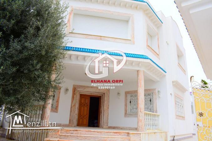 Villa style américain haut standing à 5 mn de la plage à mahdia