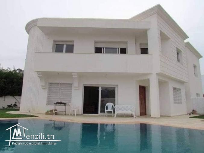 Villa avec piscine en S+4 à Yasmine Hammamet