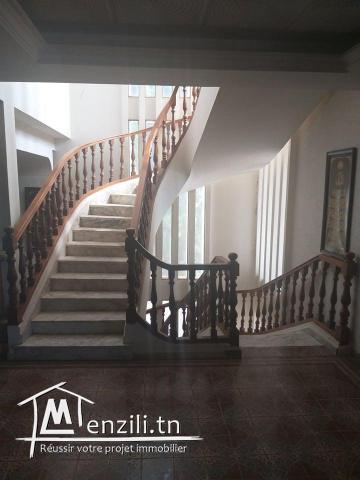 A vendre une grand villa à deux étages