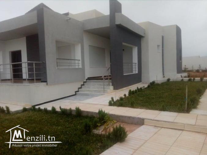 Villa de 4700m jardin nouvellement construite sur deux niveaux.