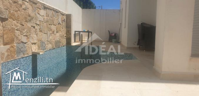 """Villa avec piscine aux Jardins El Menzah 2"