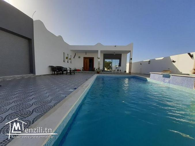 Villa avec piscine situéa guechiine,