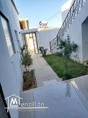Villa jamais habité avec garage et un étage inachevé à Mrezga coté route de ceinture