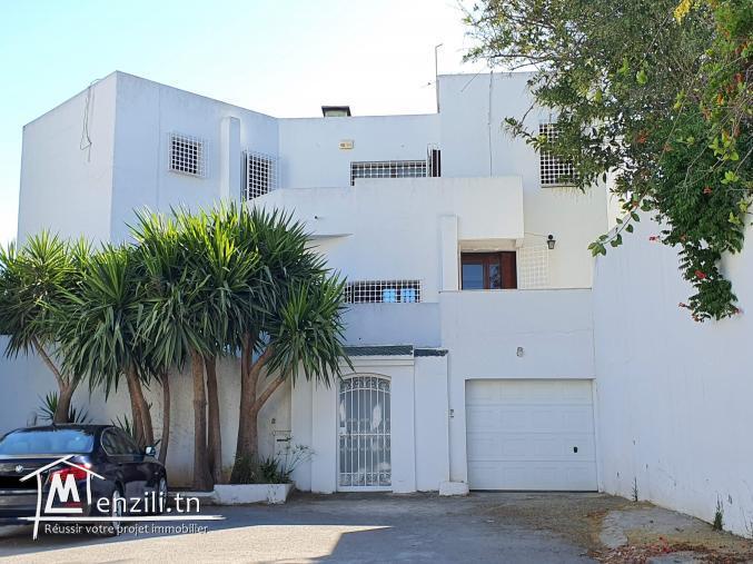 Villa de 350m² sur terrain de 506 m² à El Manar 2