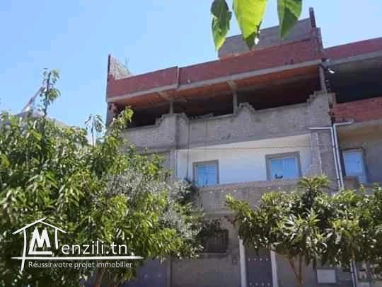 Maison RDC avec 1etaje fini et 2,3 étage avec dalle à MENZEL JEMIL :BIZERTE