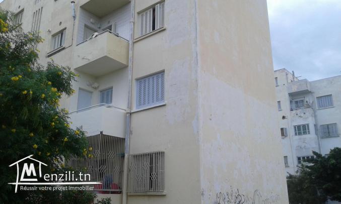 Appartement de 2 pièces et un salon à cité Ezzitouna