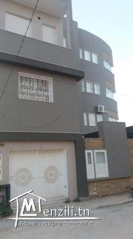 A vendre Une villa très haute standing divisée en 4 étages et un studio