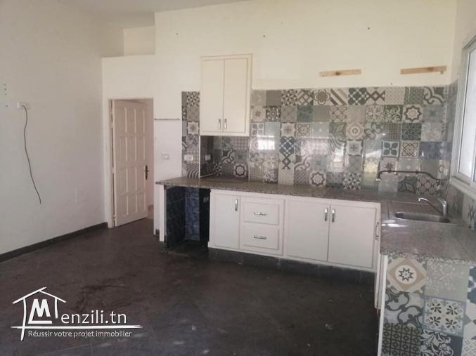 Opportunité d'investissement à Ezzahra  Terrain constructible et villa