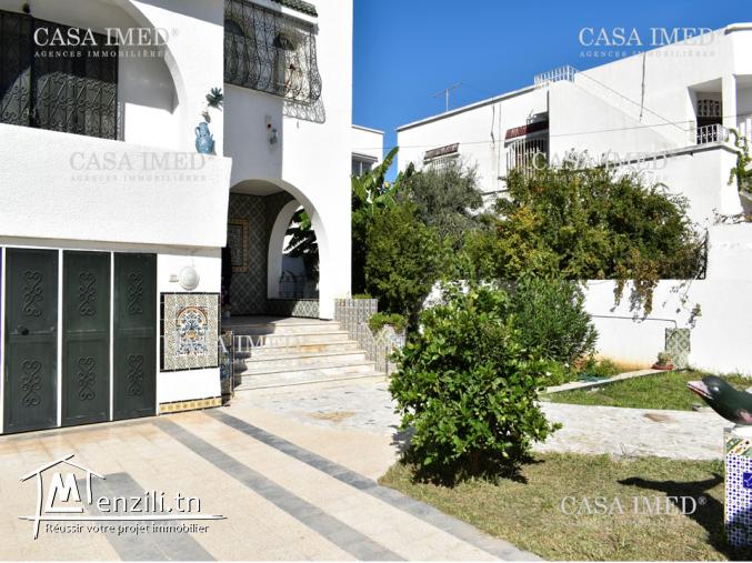 une grande villa (3étages+studio) à khaznadar