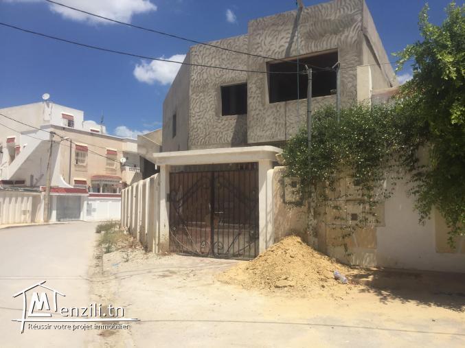 Une villa avec deux appartements et un studio à vendre