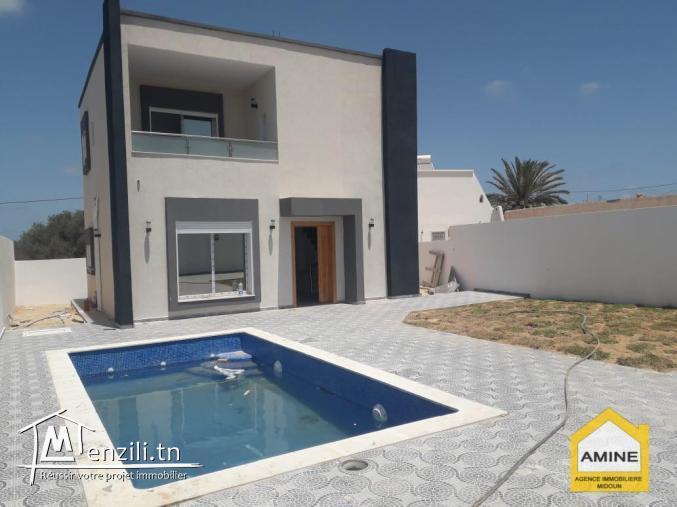 A vendre villa de luxe avec piscine, titrée à Djerba Midoun