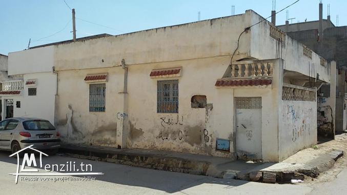 Maison(3 studiots et 2 garages)