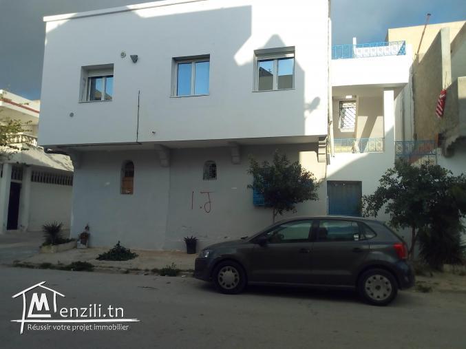 Petite villa à vendre  au kram ouest