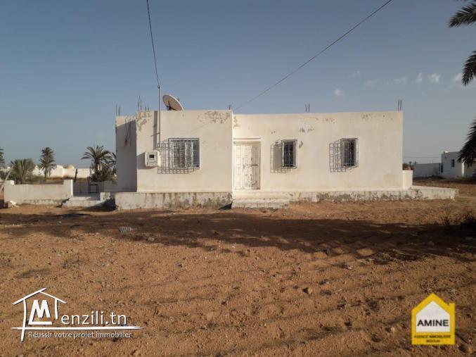 Villa à vendre sur un grand Terrain à Beni Maaguel Djerba