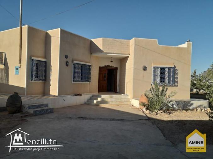 A vendre une spacieuse villa à Djerba Midoun au bord de la route