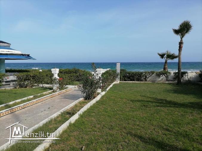 Maamoura plage loue villa meublée pieds dans l'eau s+5.