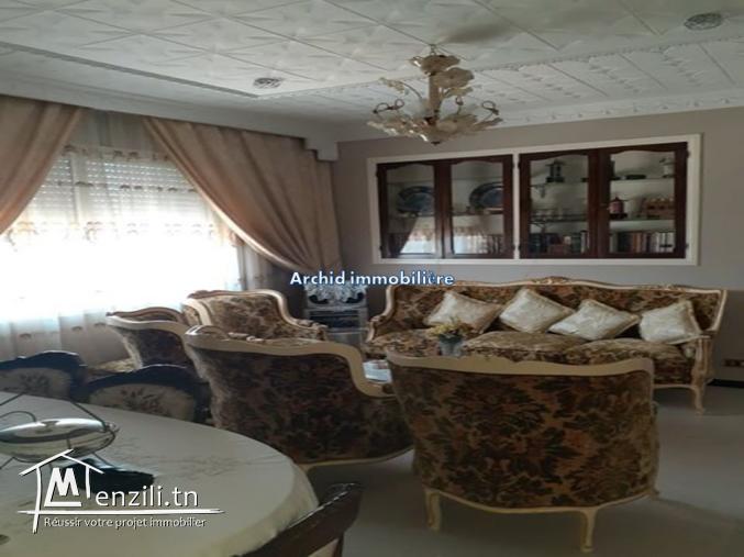 un étage de villa situé à Bardo