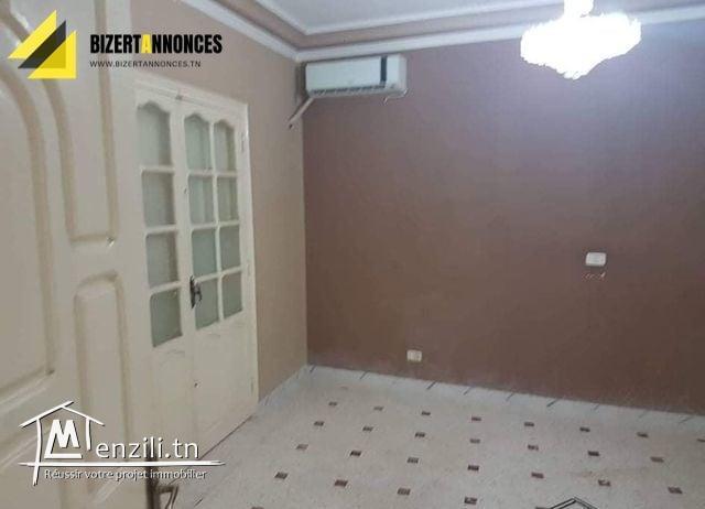 A vendre une belle maison à Menzel Abd Rahmen Bizerte qui ouvre sur 2 routes.