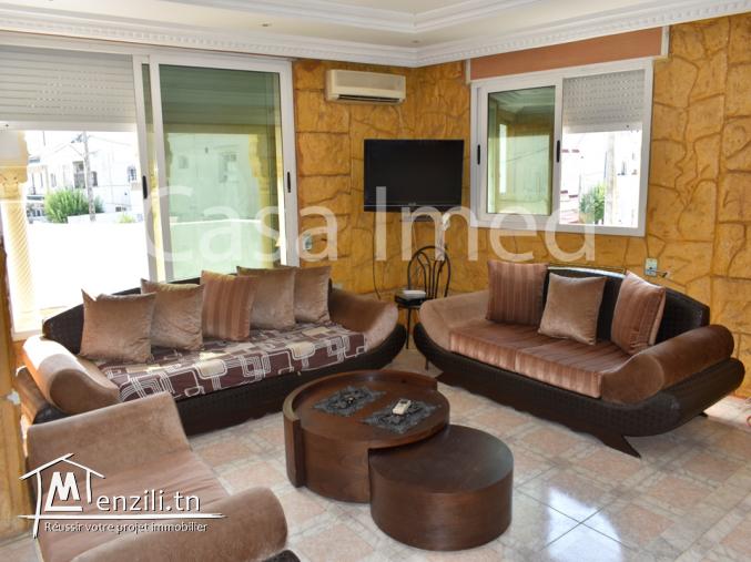 belle villa  avec des locaux commerciaux à bardo rue Bayrem tounsi