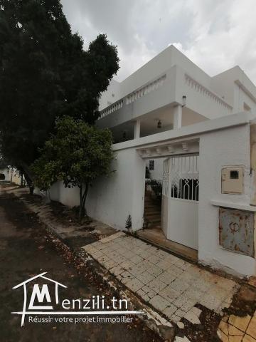Villa 475m2 à Cité Ennasr direct particulier