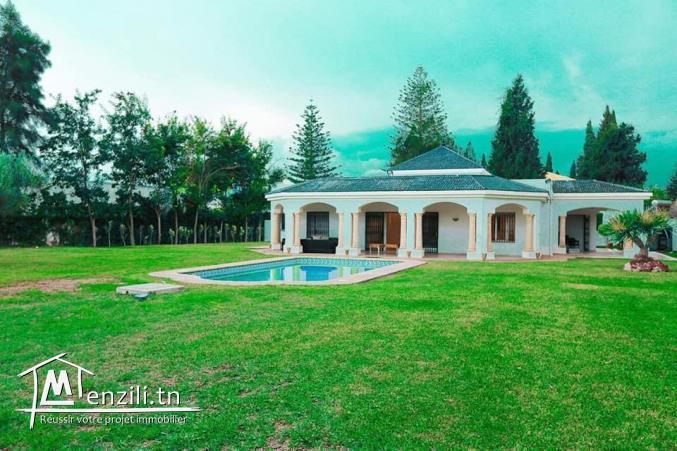 Villa 2600m2 à La Soukra chez particulier