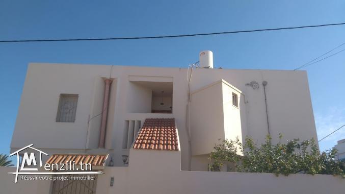 étage de villa sise à bouassida sfax km4 à louer