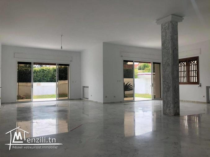 villa  d'une superficie totale de 1400 m2 a louer