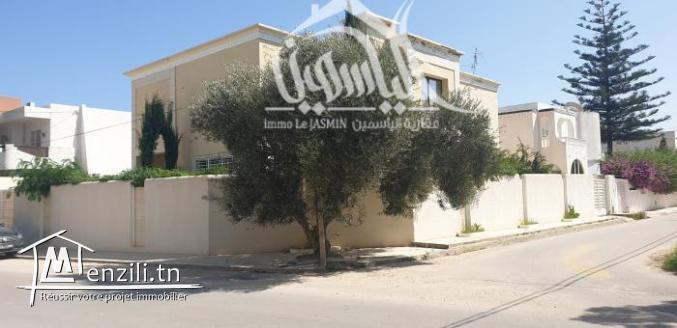 Villa meublée avec goût à Khzéma