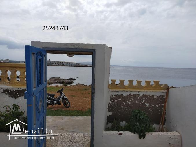 une maison situé en premier  position de la plage