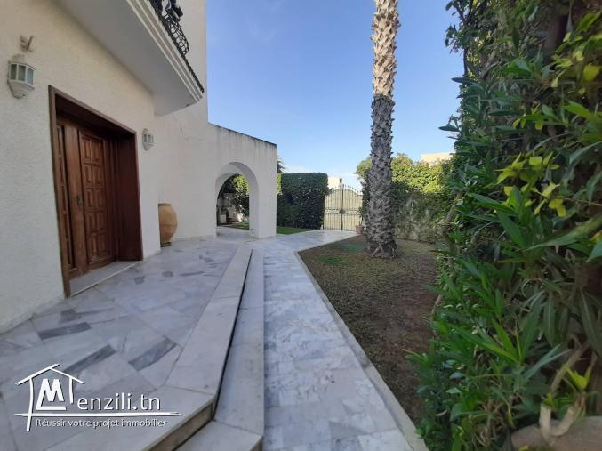 Belle Villa à Rte de relais Gammarth derrière école privée Bouabdallah