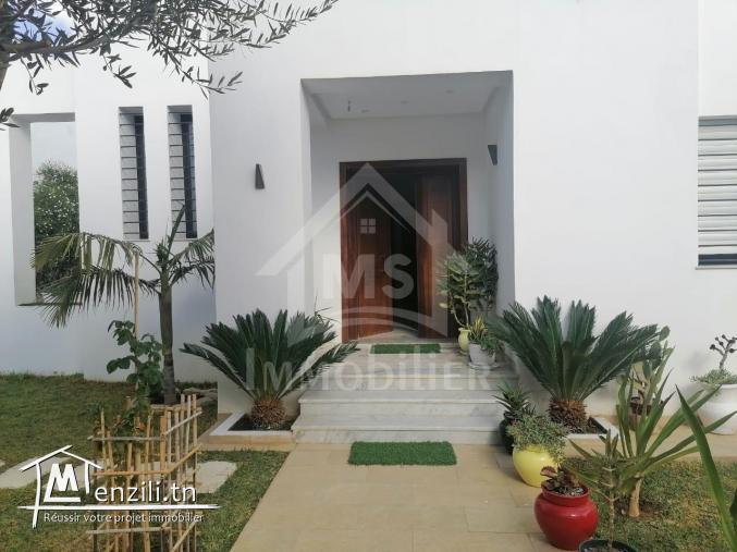 Une belle Villa  avec piscine dans une zone #luxueuse à #Hammamet