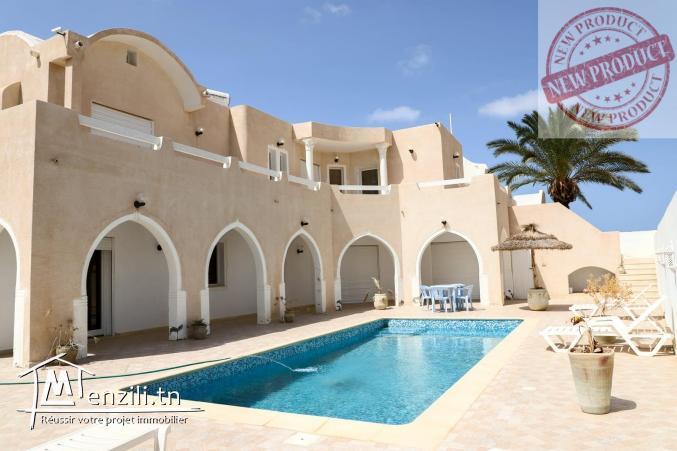 magnifique villa avec piscine vue mer à Djerba vendue meublée