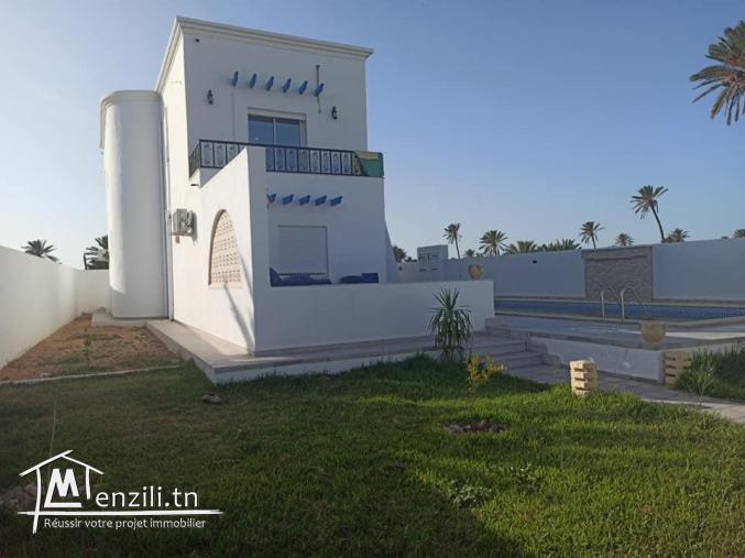 Maison avec piscine, jardin et garage à vendre vue mer