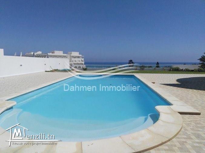 Lumineuse villa avec piscine à Hergla